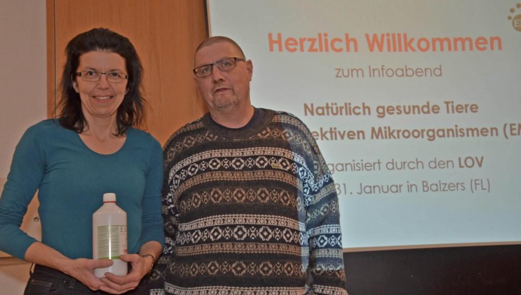 Karin Felix und Hermi Eggler freuen sich über die vielen Teilnehmer und das grosse Interesse.