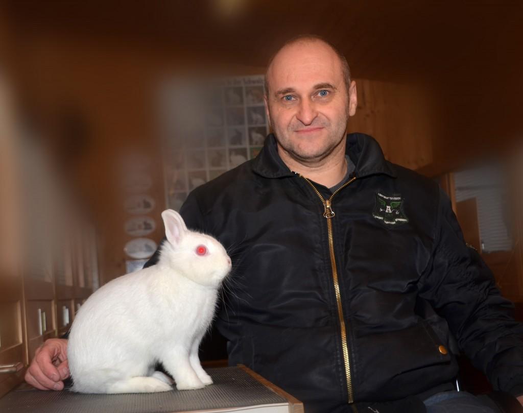 Daniel Gstöhl vom OV Balzers präsentiert stolz seinen frisch gebackenen Schweizer Meister!
