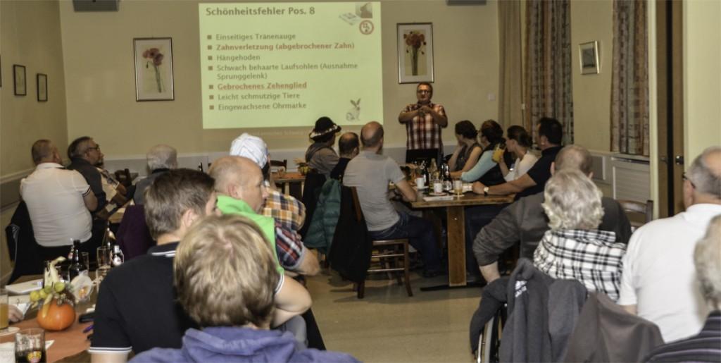 Urban Hamann erklärte vor vollem Rössle-Saal in Schaan den neuen Standard 2015
