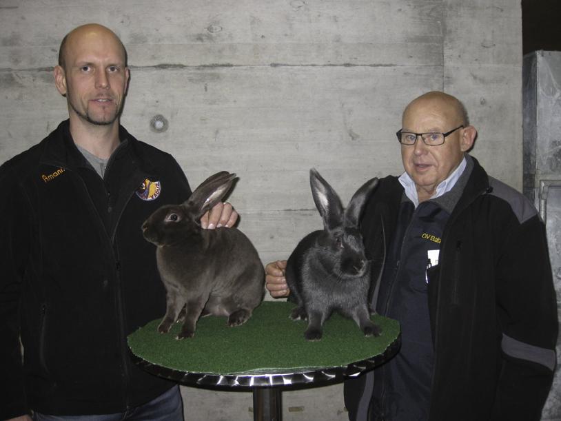 Christian Oehri (li.) und Andreas Nägele mit je einem Vertreter ihres Siegerstammes